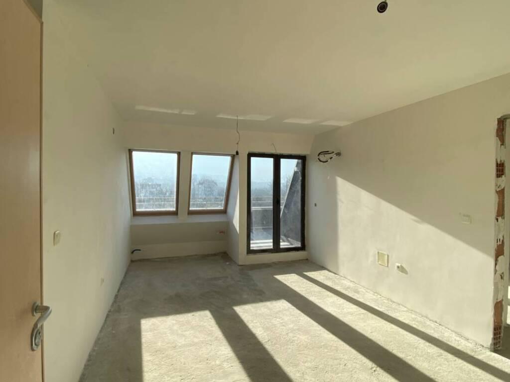 Южен панорамен светъл топъл апартамент 9112